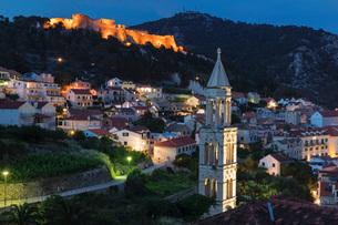 Sveti Marko Church and Spanish Fortress, Hvar, Hvar Island, Dalmatia, Croatia, Europeの写真素材 [FYI03793392]