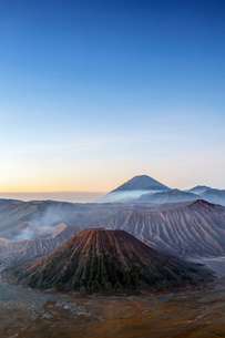 View over volcanic peaks and lava landscapes around Mount Bromo at dawn, Java, Indonesia, Southeastの写真素材 [FYI03793549]
