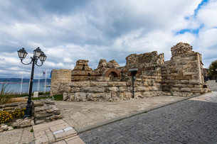 Ruins of medieval fortification walls, Nessebar, UNESCO World Heritage Site, Bulgaria, Europeの写真素材 [FYI03793833]