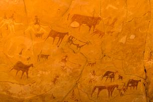 Rock paintings, Ennedi Plateau, UNESCO World Heritage Site, Ennedi region, Chad, Africaの写真素材 [FYI03793914]