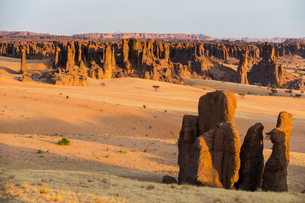 View over the beautiful scenery of the Ennedi Plateau, UNESCO World Heritage Site, Ennedi region, Chの写真素材 [FYI03793922]
