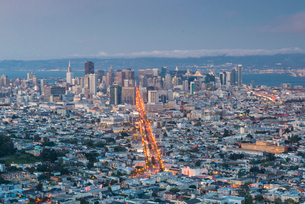 View of the city from Twin Peaks, San Francisco, California, United States of America, North Americaの写真素材 [FYI03794062]