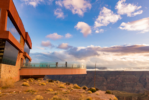 Sky Walk over the Grand Canyon and Colorado River, UNESCO World Heritage Site, Arizona, United Stateの写真素材 [FYI03794306]