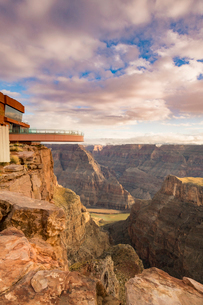 Sky Walk over the Grand Canyon and Colorado River, UNESCO World Heritage Site, Arizona, United Stateの写真素材 [FYI03794307]