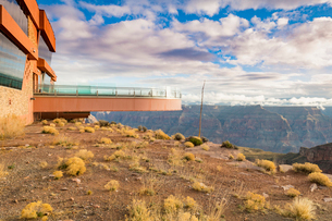 Sky Walk over the Grand Canyon and Colorado River, UNESCO World Heritage Site, Arizona, United Stateの写真素材 [FYI03794311]