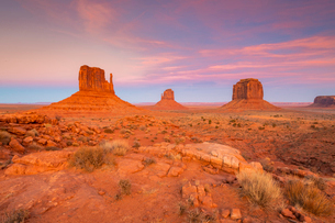 Sandstone buttes in Monument Valley Navajo Tribal Park on the Arizona-Utah border, United States ofの写真素材 [FYI03794379]