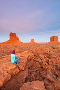 Sandstone buttes in Monument Valley Navajo Tribal Park on the Arizona-Utah border, United States ofの写真素材 [FYI03794381]