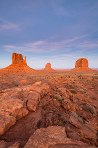 Sandstone buttes in Monument Valley Navajo Tribal Park on the Arizona-Utah border, United States ofの写真素材 [FYI03794385]