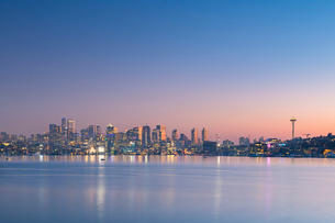 View of Seattle from Gas Works Park, Seattle, Washington State, United States of America, North Amerの写真素材 [FYI03794443]