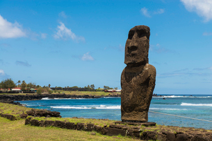 Moai heads of Easter Island, Rapa Nui National Park, UNESCO World Heritage Site, Easter Island, Chilの写真素材 [FYI03794589]