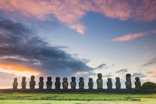 Moai heads of Easter Island, Rapa Nui National Park, UNESCO World Heritage Site, Easter Island, Chilの写真素材 [FYI03794590]