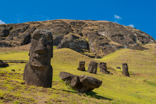 Moai heads of Easter Island, Rapa Nui National Park, UNESCO World Heritage Site, Easter Island, Chilの写真素材 [FYI03794592]