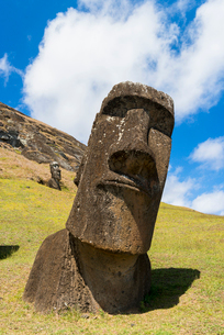 Moai heads of Easter Island, Rapa Nui National Park, UNESCO World Heritage Site, Easter Island, Chilの写真素材 [FYI03794599]