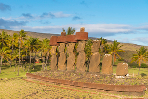 Moai heads of Easter Island, Rapa Nui National Park, UNESCO World Heritage Site, Easter Island, Chilの写真素材 [FYI03794603]