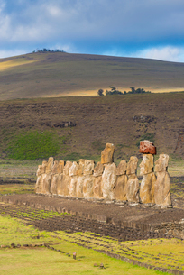 Moai heads of Easter Island, Rapa Nui National Park, UNESCO World Heritage Site, Easter Island, Chilの写真素材 [FYI03794604]