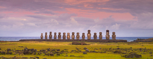 Moai heads of Easter Island, Rapa Nui National Park, UNESCO World Heritage Site, Easter Island, Chilの写真素材 [FYI03794605]