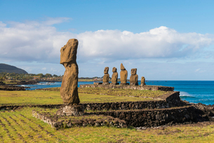 Moai heads of Easter Island, Rapa Nui National Park, UNESCO World Heritage Site, Easter Island, Chilの写真素材 [FYI03794607]