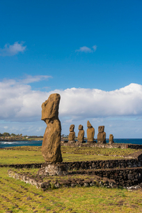 Moai heads of Easter Island, Rapa Nui National Park, UNESCO World Heritage Site, Easter Island, Chilの写真素材 [FYI03794608]