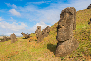 Moai heads of Easter Island, Rapa Nui National Park, UNESCO World Heritage Site, Easter Island, Chilの写真素材 [FYI03794610]