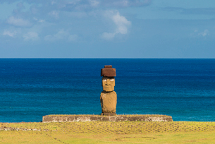 Moai heads of Easter Island, Rapa Nui National Park, UNESCO World Heritage Site, Easter Island, Chilの写真素材 [FYI03794611]