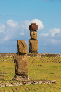 Moai heads of Easter Island, Rapa Nui National Park, UNESCO World Heritage Site, Easter Island, Chilの写真素材 [FYI03794613]