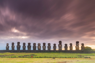 Moai heads of Easter Island, Rapa Nui National Park, UNESCO World Heritage Site, Easter Island, Chilの写真素材 [FYI03794615]