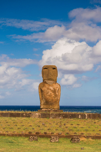 Moai heads of Easter Island, Rapa Nui National Park, UNESCO World Heritage Site, Easter Island, Chilの写真素材 [FYI03794616]