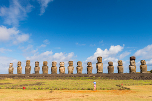 Moai heads of Easter Island, Rapa Nui National Park, UNESCO World Heritage Site, Easter Island, Chilの写真素材 [FYI03794621]