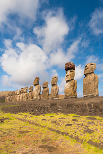 Moai heads of Easter Island, Rapa Nui National Park, UNESCO World Heritage Site, Easter Island, Chilの写真素材 [FYI03794623]