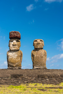 Moai heads of Easter Island, Rapa Nui National Park, UNESCO World Heritage Site, Easter Island, Chilの写真素材 [FYI03794624]