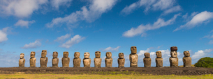 Moai heads of Easter Island, Rapa Nui National Park, UNESCO World Heritage Site, Easter Island, Chilの写真素材 [FYI03794625]