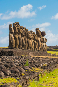 Moai heads of Easter Island, Rapa Nui National Park, UNESCO World Heritage Site, Easter Island, Chilの写真素材 [FYI03794626]