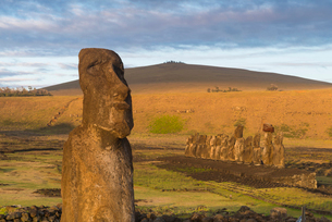 Moai heads of Easter Island, Rapa Nui National Park, UNESCO World Heritage Site, Easter Island, Chilの写真素材 [FYI03794627]