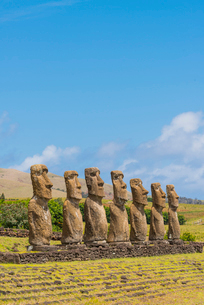 Moai heads of Easter Island, Rapa Nui National Park, UNESCO World Heritage Site, Easter Island, Chilの写真素材 [FYI03794629]
