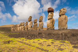 Moai heads of Easter Island, Rapa Nui National Park, UNESCO World Heritage Site, Easter Island, Chilの写真素材 [FYI03794630]