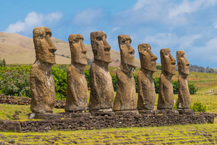 Moai heads of Easter Island, Rapa Nui National Park, UNESCO World Heritage Site, Easter Island, Chilの写真素材 [FYI03794636]