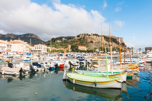 Boats in Cassis harbour, Bouches du Rhone, Provence, Provence-Alpes-Cote d'Azur, French Riviera, Fraの写真素材 [FYI03794639]