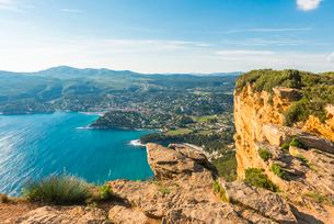View over Cassis, Bouches du Rhone, Provence, Provence-Alpes-Cote d'Azur, French Riviera, France, Meの写真素材 [FYI03794641]