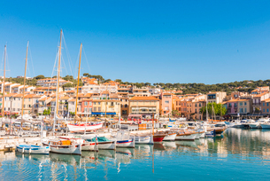 Boats in Cassis harbour, Bouches du Rhone, Provence, Provence-Alpes-Cote d'Azur, French Riviera, Fraの写真素材 [FYI03794661]