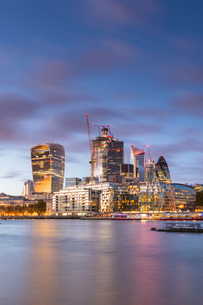 The City from the south bank of the River Thames, London, England, United Kingdom, Europeの写真素材 [FYI03794707]