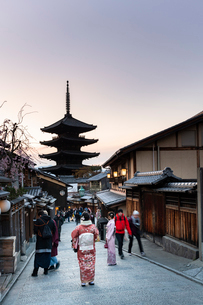 Yasaka Pagoda at sunset, Kyoto, Japan, Asiaの写真素材 [FYI03794725]