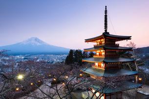 Chureito Pagoda, Mount Fuji, Japan, Asiaの写真素材 [FYI03794738]