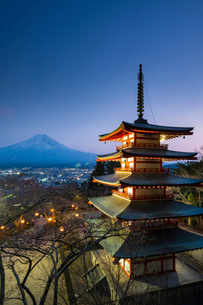 Chureito Pagoda, Mount Fuji, Japan, Asiaの写真素材 [FYI03794740]