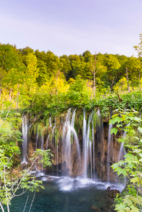 Waterfall in Plitvice Lakes National Park, UNESCO World Heritage Site, Croatia, Europeの写真素材 [FYI03794795]