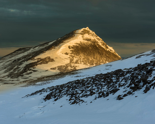 Snow covered mountains in March evening sunlight, Snaefellsnes Peninsula, Iceland, Polar Regionsの写真素材 [FYI03794912]