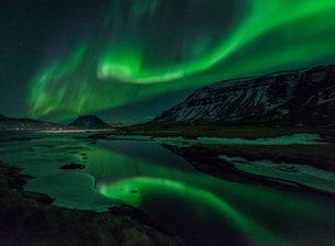 Aurora borealis (Northern Lights) reflected in partially frozen lake, North Snaefellsnes, Iceland, Pの写真素材 [FYI03794942]