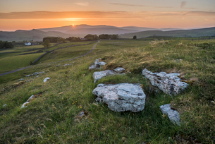 View from Winskill Stones at sunset, Yorkshire Dales, Yorkshire, England, United Kingdom, Europeの写真素材 [FYI03794956]