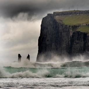 Cliff and sea-stacks as seen from Tjornuvik, Streymoy, Faroe Islands, Denmark, Atlantic, Europeの写真素材 [FYI03794994]