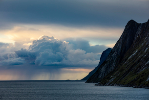 Rain cloud and mountain, Senja, Norway, Scandinavia, Europeの写真素材 [FYI03795044]