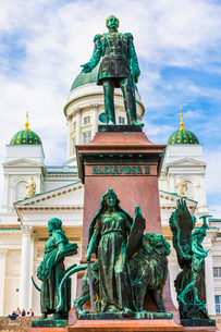 Statue of Emperor Alexander II in Senate Square, Helsinki, Finland, Europeの写真素材 [FYI03795143]